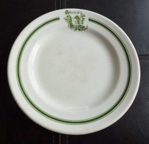 Chute Montmorency vaisselle : assiette à pain de l'hôtel Kent House, fabriquée en Angleterre par Grindley Hotel Ware, autour de 1920-1925.