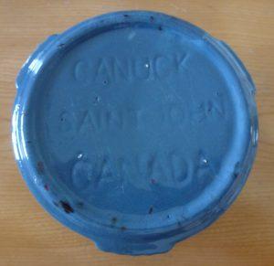 Cendrier de l'hôtel Kent House, fabriqué dans les années 1940 par la Canuck Pottery, Ltd. de Saint John, au Nouveau-Brunswick. Cette entreprise a débuté ses activités en 1938, en tant que subdivision de la Foley Pottery (Canada).