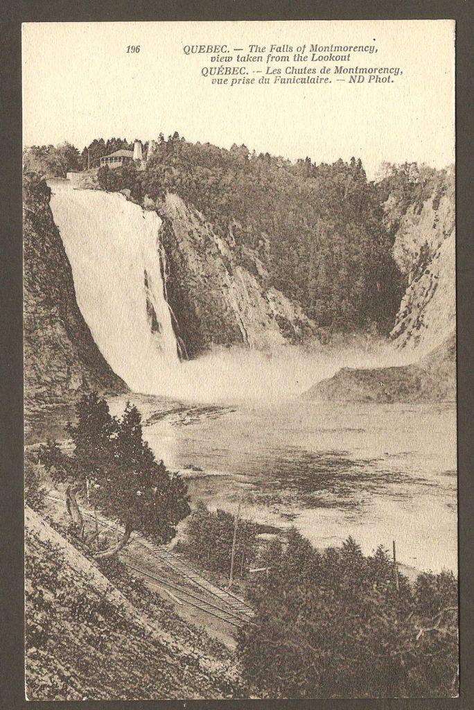 Carte postale Neurdein ND 196: Québec - Les Chutes de Montmorency, vue prise du funiculaire. On remarque les rails de voie ferrée menant et revenant de la boucle de demi-tour du tramway de la Quebec Railway Light & Power Co.