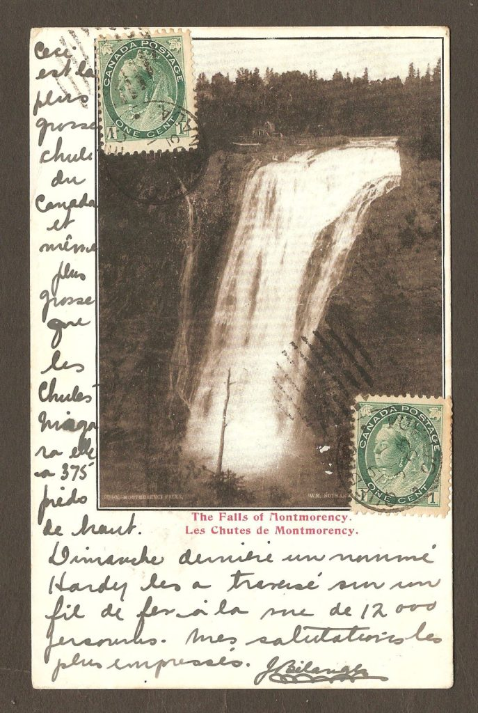 Une carte postale à dos non divisé (ces cartes sont généralement plus anciennes que les cartes à dos divisé). Elle a été postée de Québec le 1er juillet 1903 et elle illustrée d'une photographie de la chute Montmorency prise par le célèbre photographe de l'époque: William Notman. Elle a été envoyée par J. Bélanger, à destination de Montpellier, en France.
