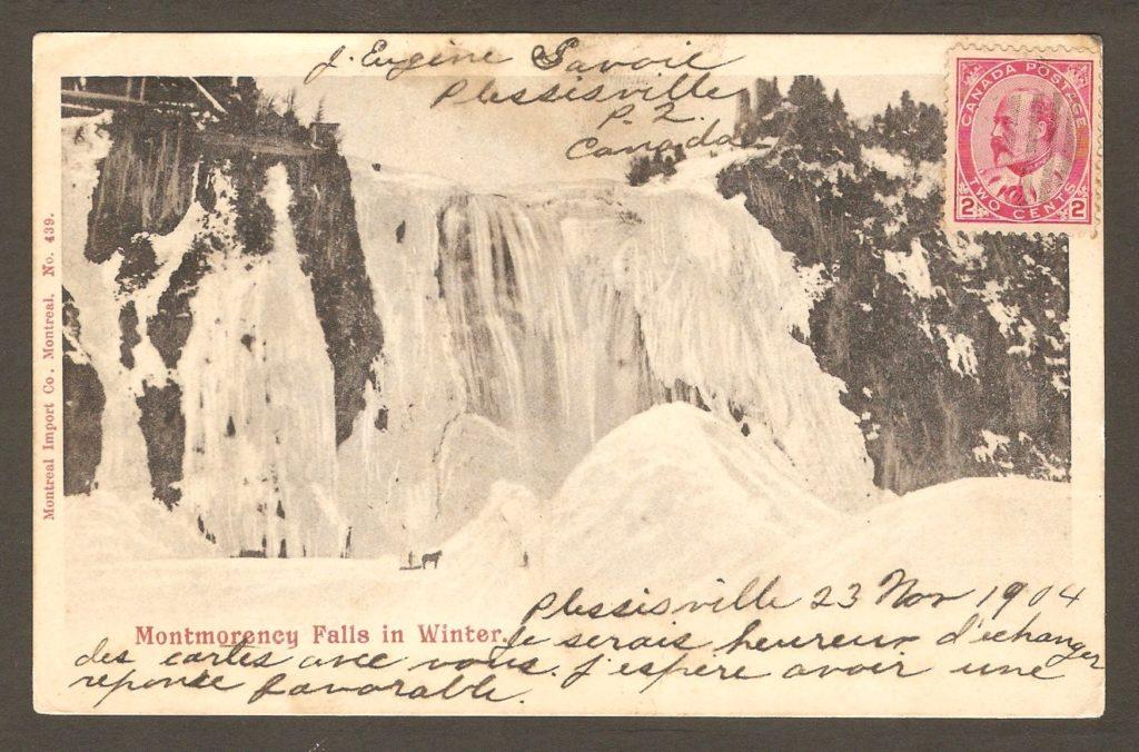 Carte postale de la Montreal Import Co., illustrée d'une photographie de la chute Montmorency, en hiver.