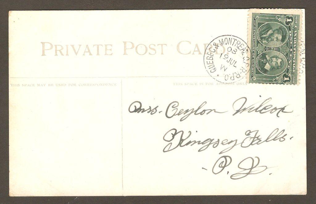 Chute Montmorency : superbe carte postale de W.G. Macfarlane, de Toronto. Elle porte un écusson patriotique au recto. Elle a été postée de Québec, le 19 juillet 1908, à destination de Kingsey Falls. Détail intéressant : elle porte un cachet de train postal Quebec & Montreal C.P.R. - R.P.O. (C.P.R. pour Canadian Pacific Railway et R.P.O. pour Railway Post Office.) De plus, elle a été affranchie avec un timbre à 1 ¢ du tricentenaire de la ville de Québec.