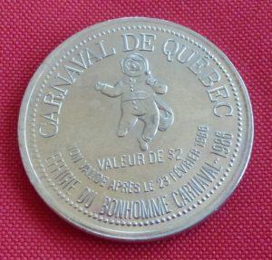 Médaille de 2 dollars du Carnaval de Québec 1986, avec illustration de la chute Montmorency.