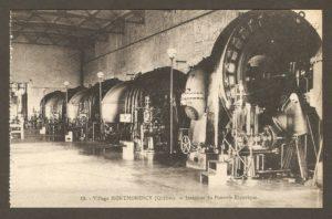 Intérieur de la centrale électrique à la chute Montmorency dans un album de cartes postales présentant diverses scènes du village de Montmorency, publié en 1929 pa E. Alexandre Masselotte.
