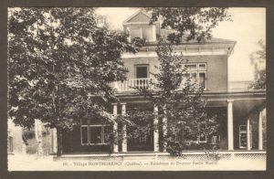 Résidence du docteur Émile Morin dans un album de cartes postales présentant diverses scènes du village de Montmorency, publié en 1929 pa E. Alexandre Masselotte.