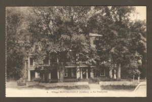 Le presbytère Saint-Grégoire dans un album de cartes postales présentant diverses scènes du village de Montmorency, publié en 1929 pa E. Alexandre Masselotte.