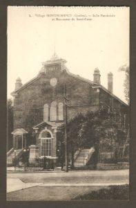 La salle paroissiale et le monument du Sacré-Coeur de dans un album de cartes postales présentant diverses scènes du village de Montmorency, publié en 1929 pa E. Alexandre Masselotte.