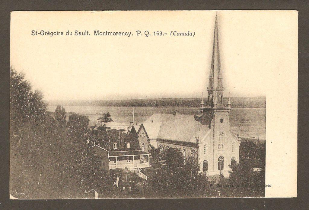 Une carte postale éditée par J. P. Garneau, de Québec, vers 1900. On y voit l'église et le presbytère de la paroisse de Saint-Grégoire-de-Montmorency, qu'on appelait également, à l'époque Saint-Grégoire du Sault.