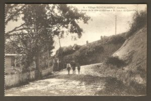 Côte Saint-Grégoire vers Courville, dans un album de cartes postales présentant diverses scènes du village de Montmorency, publié en 1929 pa E. Alexandre Masselotte.
