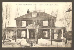 Résidence du maire Émile Côté dans un album de cartes postales présentant diverses scènes du village de Montmorency, publié en 1929 pa E. Alexandre Masselotte.