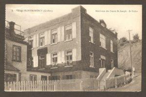 Résidence des Sœurs St-Joseph et St-Vallier dans un album de cartes postales présentant diverses scènes du village de Montmorency, publié en 1929 pa E. Alexandre Masselotte.