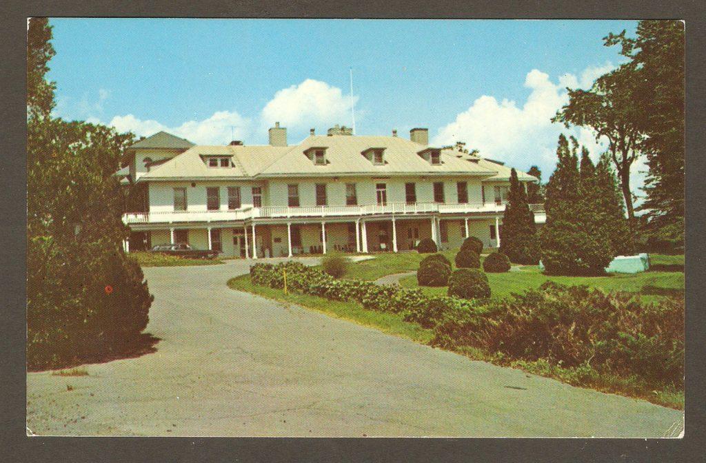 Carte postale : La Maison Montmorency à Courville, vers 1965