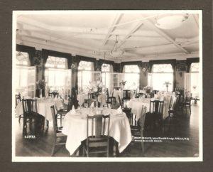 La salle à manger principale de l'hôtel Kent House.