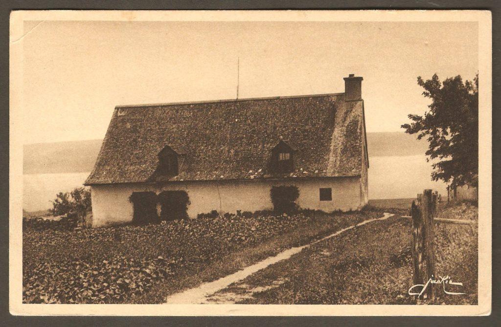Carte postale d'autour de 1940. On y voit, cette fois-ci, la façade nord de la « maison Wolfe ».