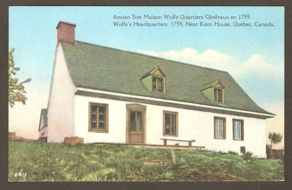 Carte postale en couleurs datant de 1940 approximativement. La façade sud de la «maison Wolfe» y est illustrée.
