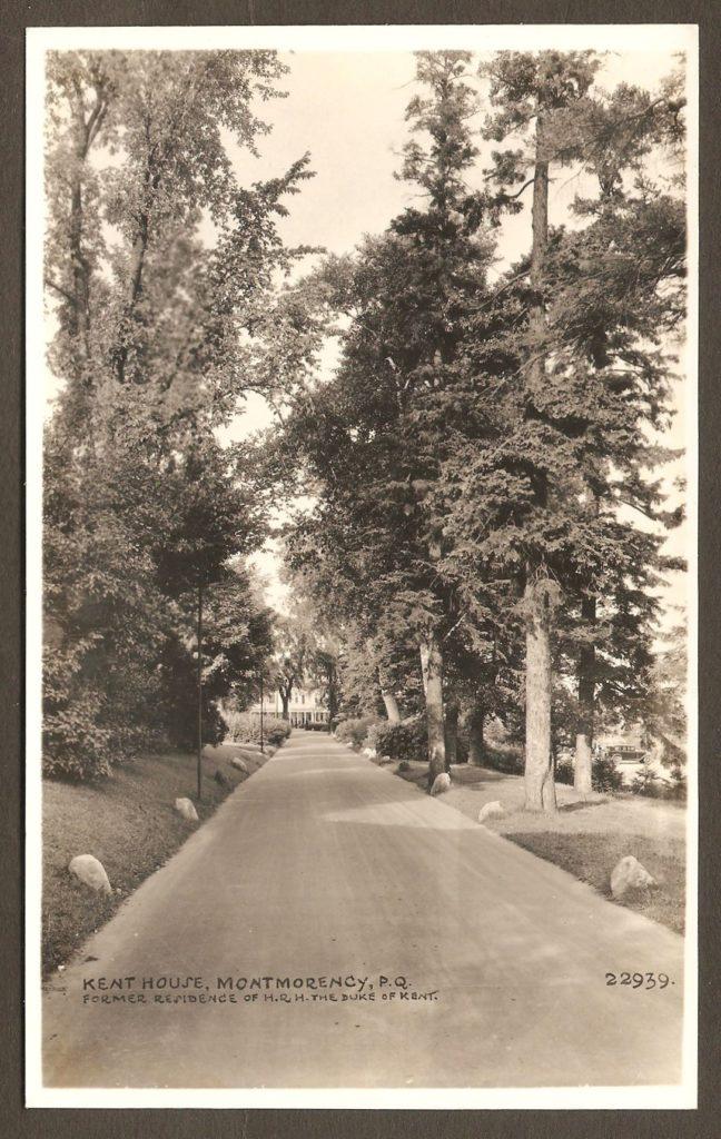 Carte postale Hayward où l'on voit l'allée menant au Kent House, vers 1925.