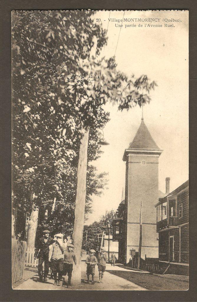 Carte no 20 : une partie de l'avenue Ruel. On remarque notamment la tour du poste de pompiers.