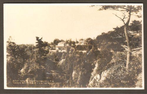 Le Kent House vu du haut de la falaise de l'autre côté de la rivière et de la chute Montmorency.
