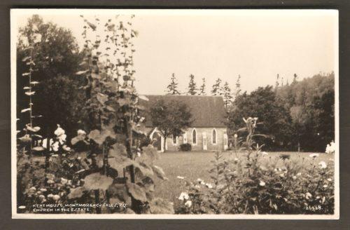 La chapelle anglicane St. Mary's, à travers le feuillage, sur le site de l'hôtel Kent House, vers 1930.