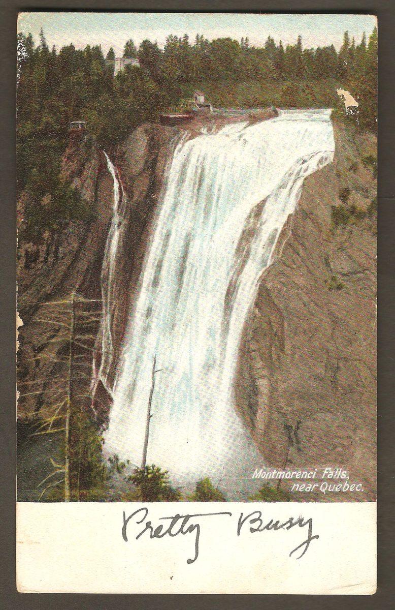 Une carte postale semblable à la précédente. Elle a cependant été publiée par H. C. Leighton Co, de St John, Nouveau-Brunswick. Un autre éditeur de cartes postales inusité pour la région de Québec. Détail également intéressant : la carte est adressée à Miss F. Sleeman, Waterton Ave. Guelph, Ontario. Or, le siège social de la fameuse brasserie se trouve justement à Guelph. Cette demoiselle F. Sleeman pourrait donc avoir fait partie de cette famille.
