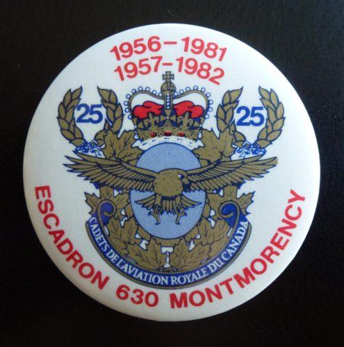 Macaron soulignant le 25e anniversaire des Cadets de l'Aviation royale du Canada (en 1981) et le 25e anniversaire de l'Escadron 630, de Montmorency (en 1982).