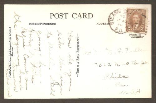 Le cachet postal à l'endos de la carte confirme qu'elle a été postée de Sainte-Anne-de-Beaupré en 1940, soit au cours de la Seconde Guerre mondiale