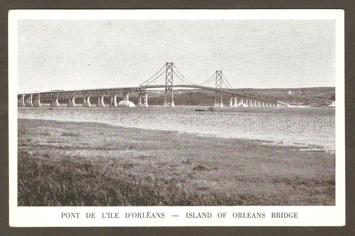 Carte postale où l'on voit le pont de l'île d'Orléans vers 1935-1940, donc peu après son inauguration.