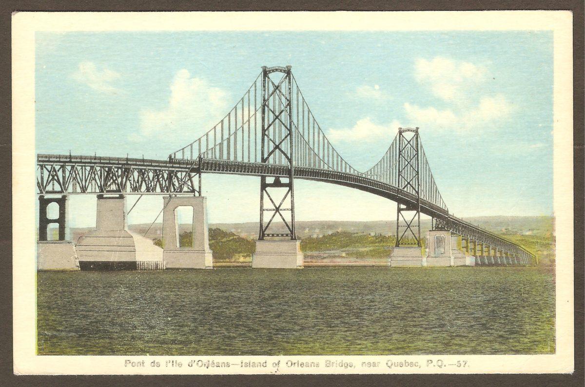 Une carte postale en couleurs illustrant le pont de l'île d'Orléans, datant probablement des années 1935-1940. C'est-à-dire de l'époque où il était pratiquement neuf.