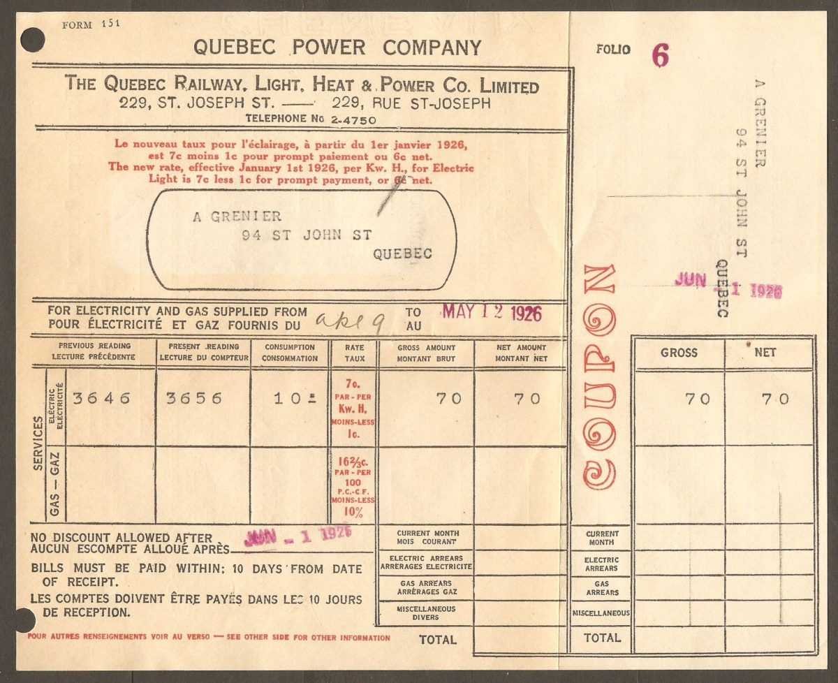 La facture se trouvant à l'intérieur de l'enveloppe de la Quebec Railway, Light, Heat & Power Co. Limited révèle qu'elle a été postée en mai 1926. Détail intéressant : la consommation en électricité pour le marchand A. Grenier n'a été que de 10 kilowatt/heure pour une période d'un mois, et a coûté... 70¢ !
