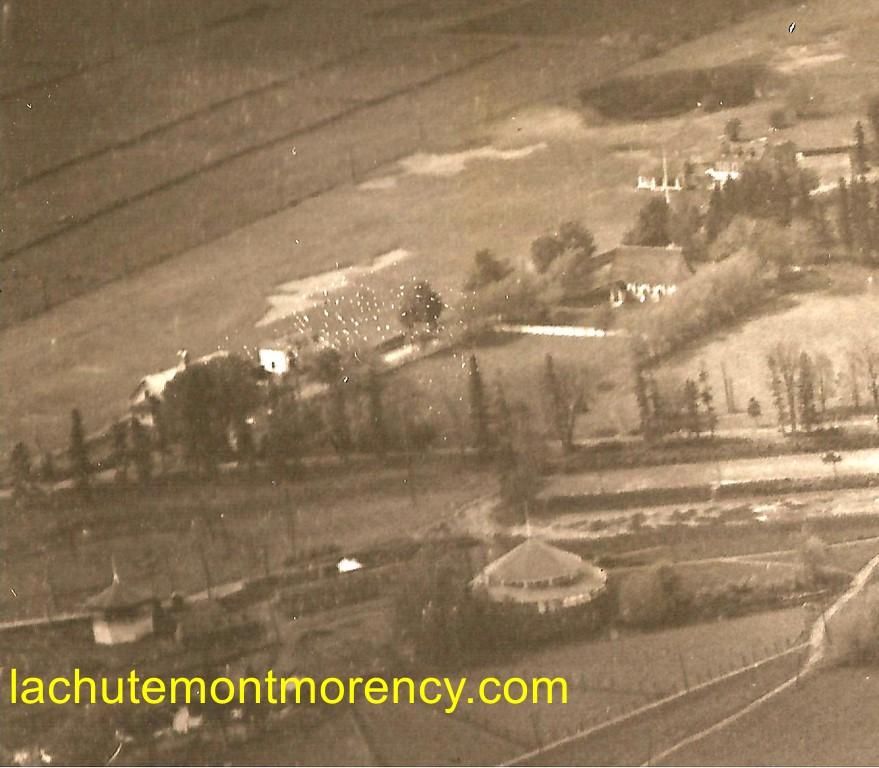 Hôtel Kent House. La partie supérieure gauche de la photo permet de localiser l'emplacement du pavillon de danse (le bâtiment circulaire) et celui de la gare de tramway. On remarque également le pavillon du golf, la chapelle St. Mary et l'emplacement d'une fosse au-dessus de laquelle se trouvent aujourd'hui des résidences.
