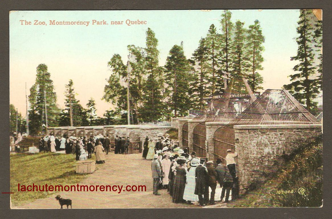 Autour de 1915, sur le site de la chute Montmorency une carte postale où l'on peut voir de nombreux visiteurs se presser devant les cages du zoo Holt Renfrew témoigne de la grande popularité de l'endroit à cette époque.