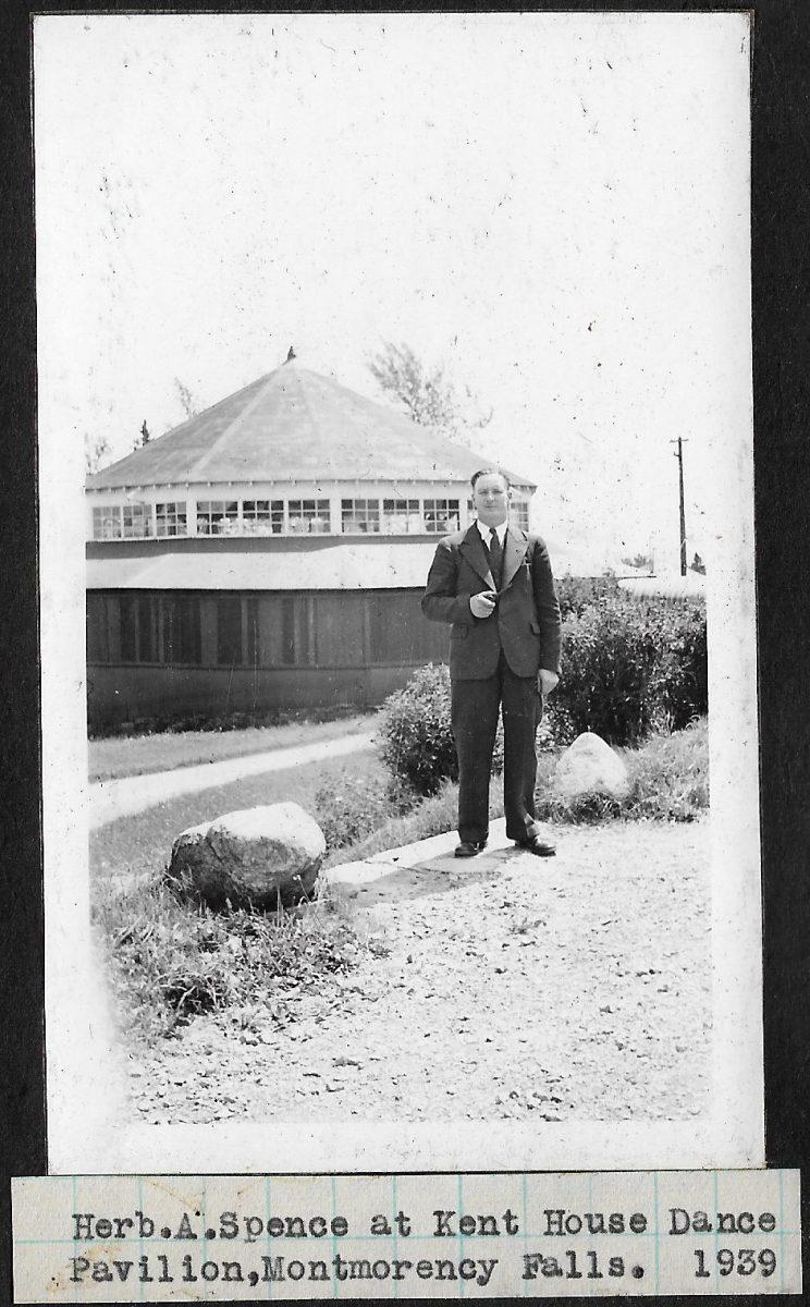Mr. Spence, before the dance pavilion of Hotel Kent House, at Montmorency Falls.  M. Spence devant le pavillon de danse de l'hôtel Kent House, à la chute Montmorency.