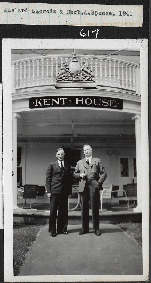 Messieurs Adélard Lacroix et Herb. A. Spence devant le Kent House.   Messrs. Adélard Lacroix and Herb. A. Spence, in front of Kent House.